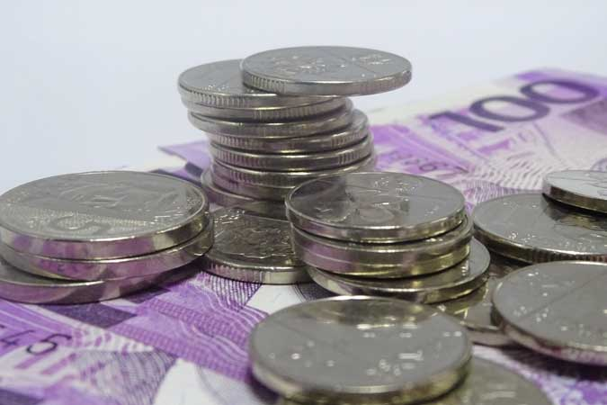 Peso inches sideways as investors await BSP decision